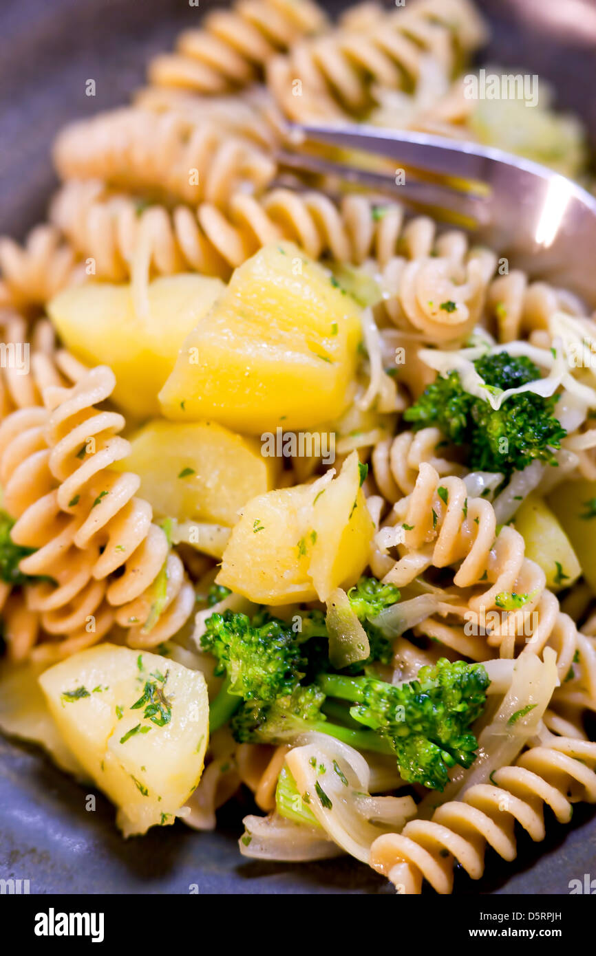 Bol de pâtes et de légumes. Photo Stock