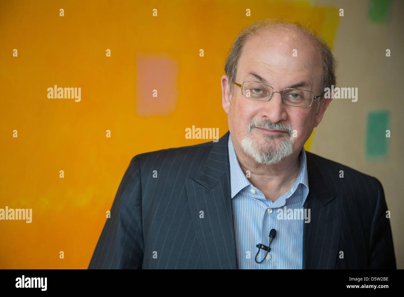 """Indian-British l'écrivain Salman Rushdie présente son autobiographie """"Joseph Anton' à Photo Stock"""