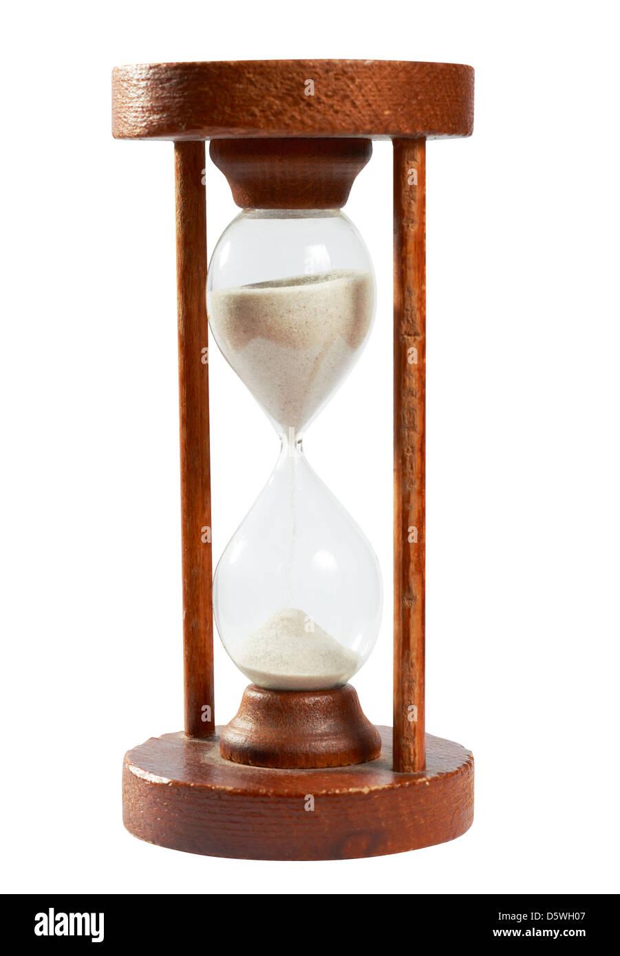 Sablier ancien, le sable des temps minuterie pour mesurer le temps, isolé sur blanc avec chemin de détourage Photo Stock