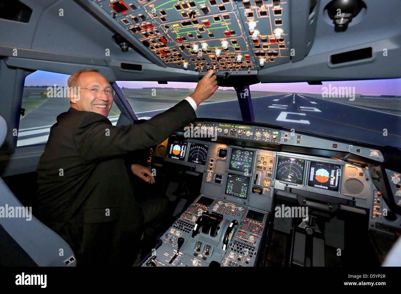 florian pilote hamm se trouve lintrieur du nouvel airbus a330 200 sur le simulateur de pilotage lufthansa flight training locaux berlin allemagne