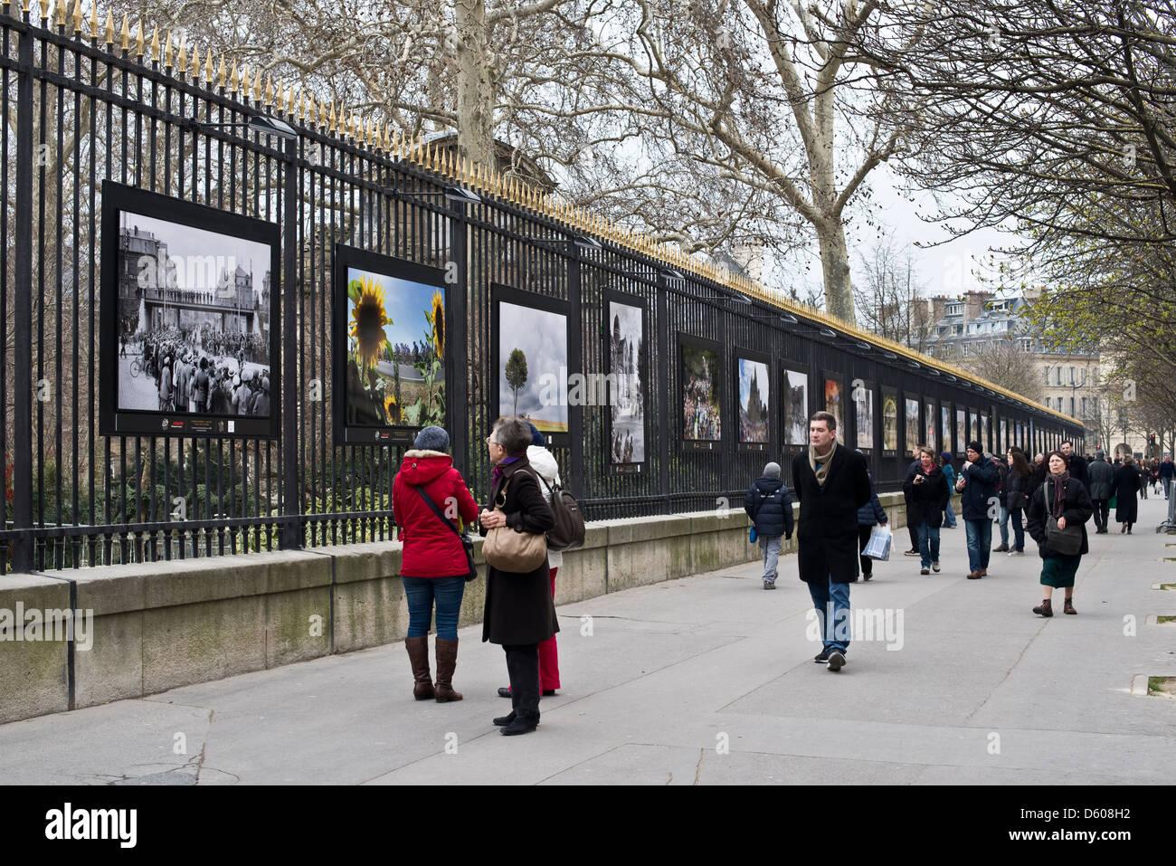 Exposition De Photographies De L Exterieur Au Jardin Du Luxembourg