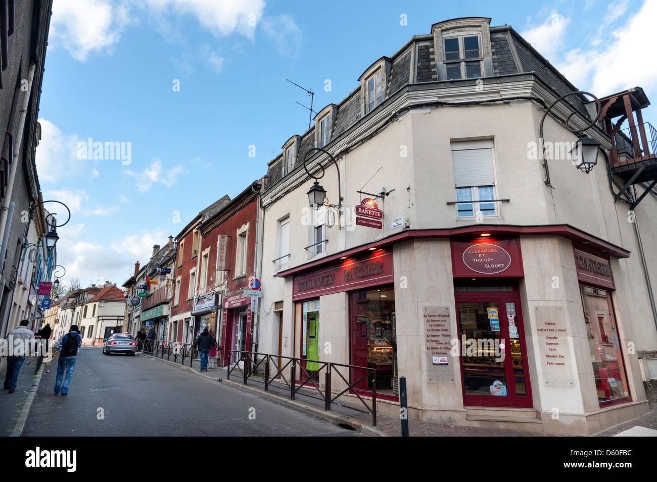 Boutiques dans la banlieue parisienne de Villiers-le-Bel Banque D'Images