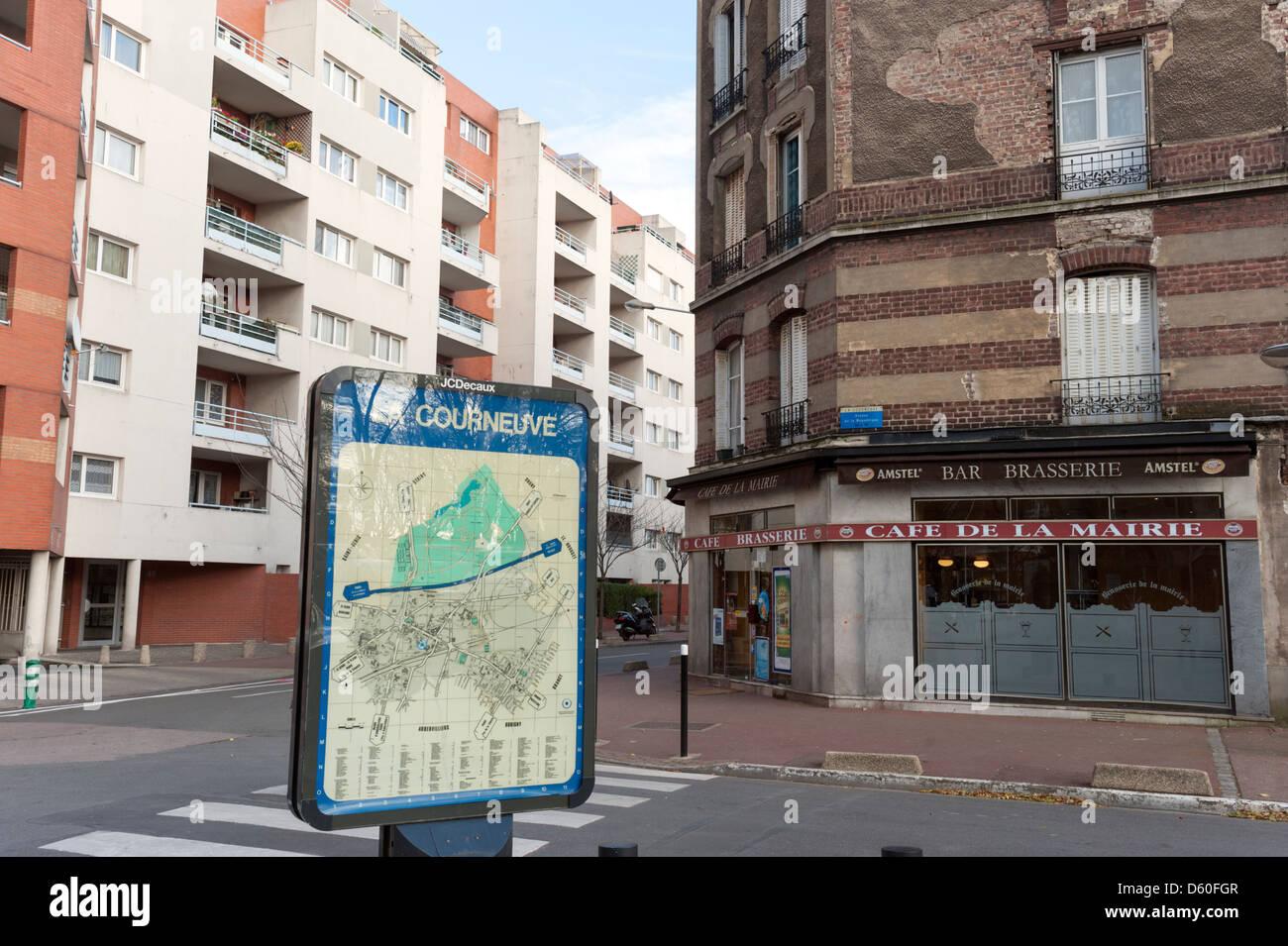 Coin de rue dans la banlieue parisienne de La Courneuve Banque D'Images