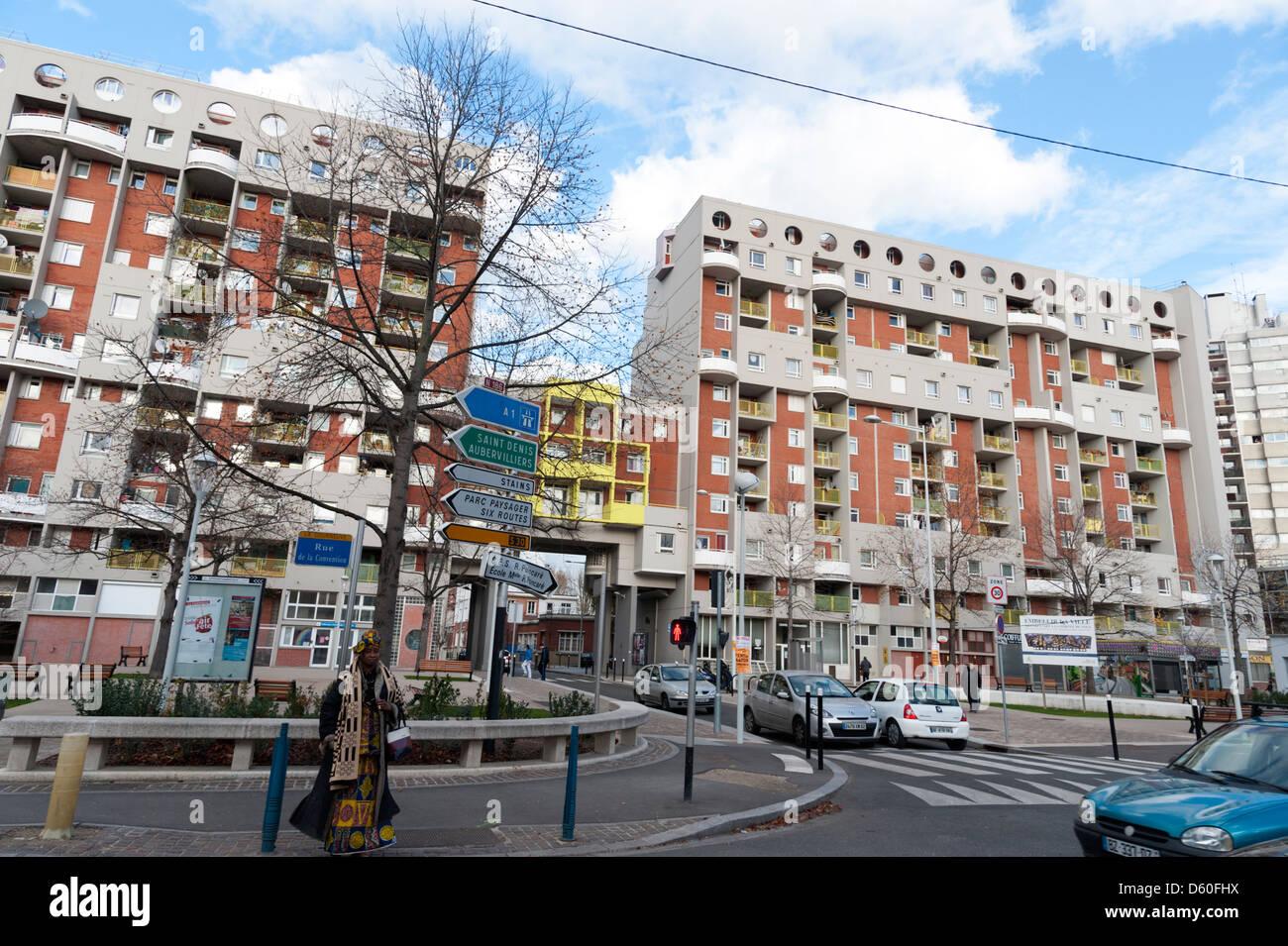 Blocs d'appartements dans la banlieue parisienne de La Courneuve Banque D'Images