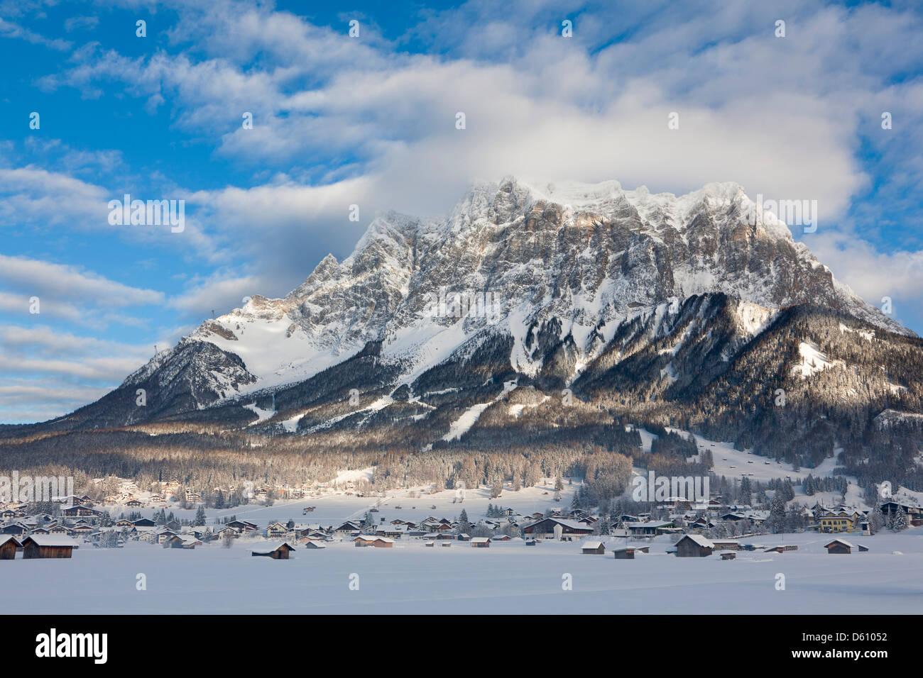 Ehrwald, Tyrol, Autriche. Chaîne de montagnes de Wetterstein avec Mt. Zugspitze. Photo Stock