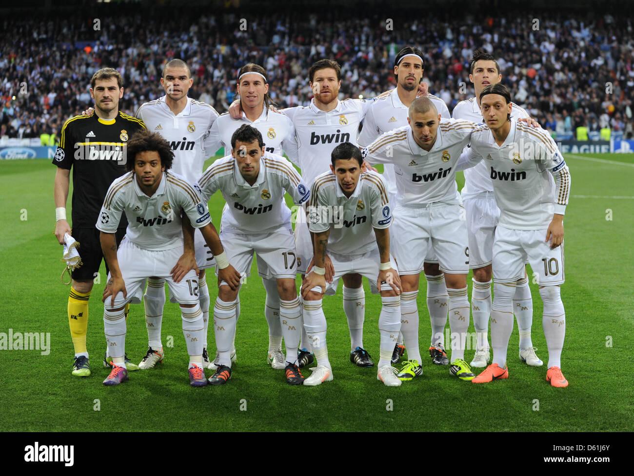 lequipe-de-madrid-retour-l-r-iker-casillas-pepe-sergio-ramos-xabi-alonso-sami-khedira-cristiano-ronaldo-avant-l-r-marcelo-alvaro-arbeloa-angel-di-maria-benzema-et-mesut-oezil-posent-avant-la-demi-finale-de-la-ligue-des-champions-de-football-match-match-retour-entre-le-real-madrid-et-le-fc-bayern-munich-au-santiago-bernabeu-a-madrid-espagne-25-avril-2012-photo-marc-muelle-d61j6y.jpg