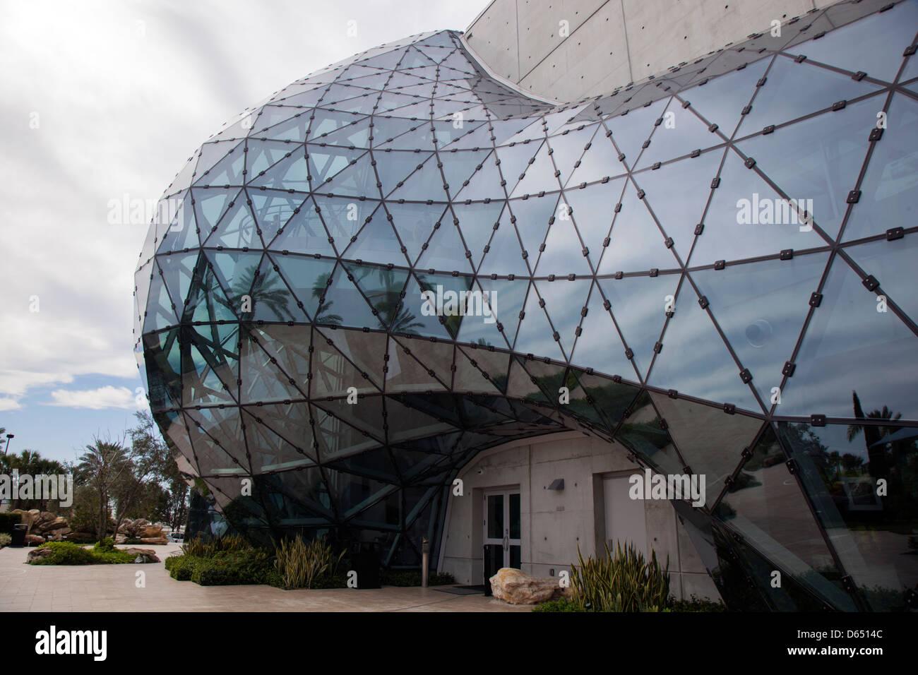 Architecture Surréaliste musée de dali l'architecture moderne saint petersburg floride
