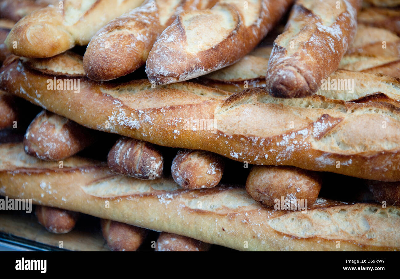Close up de tas de baguettes à vendre Photo Stock