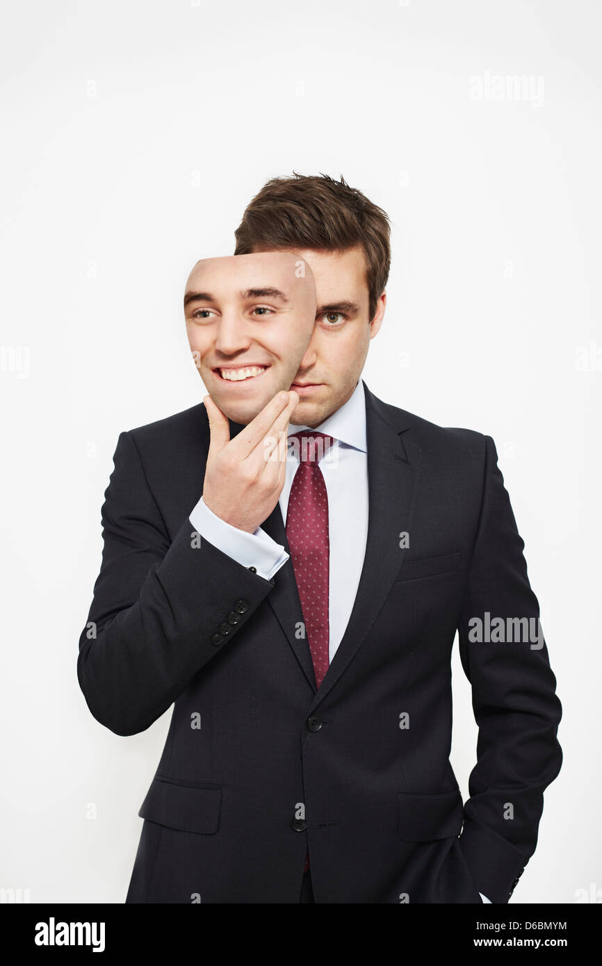 Businessman holding mask sur son visage Photo Stock