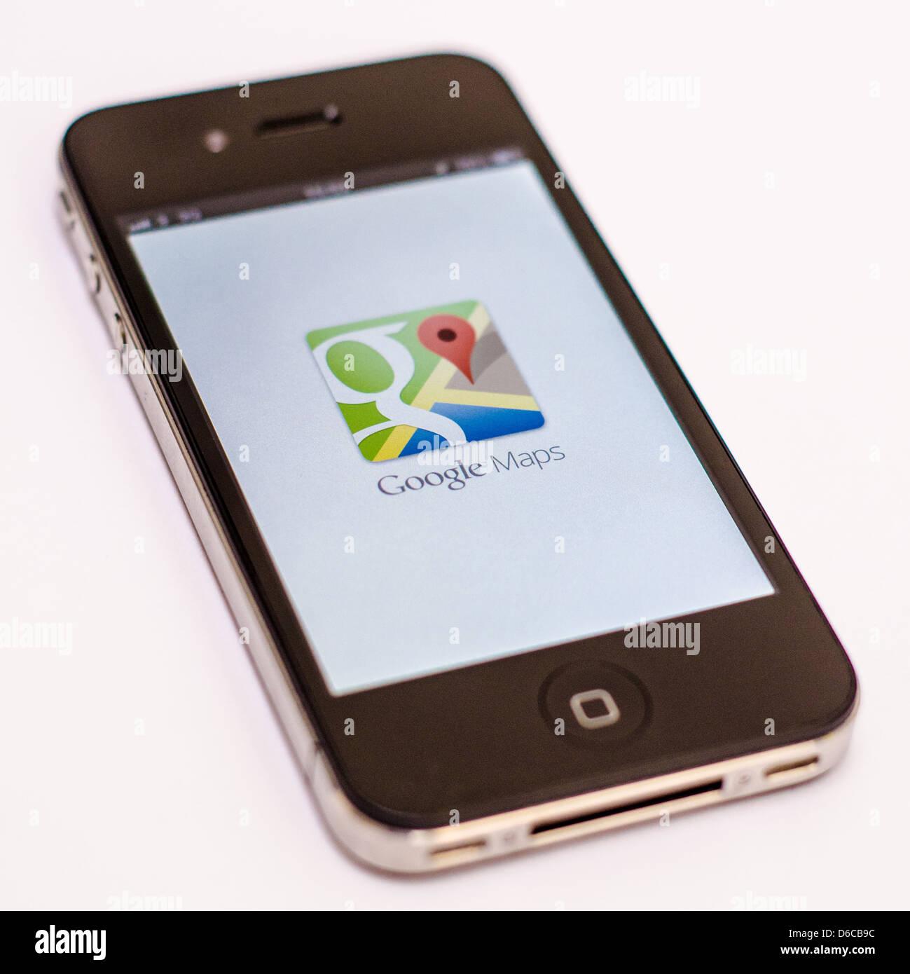 Apple Iphone Sur Fond Blanc Montrant L Application Google Maps