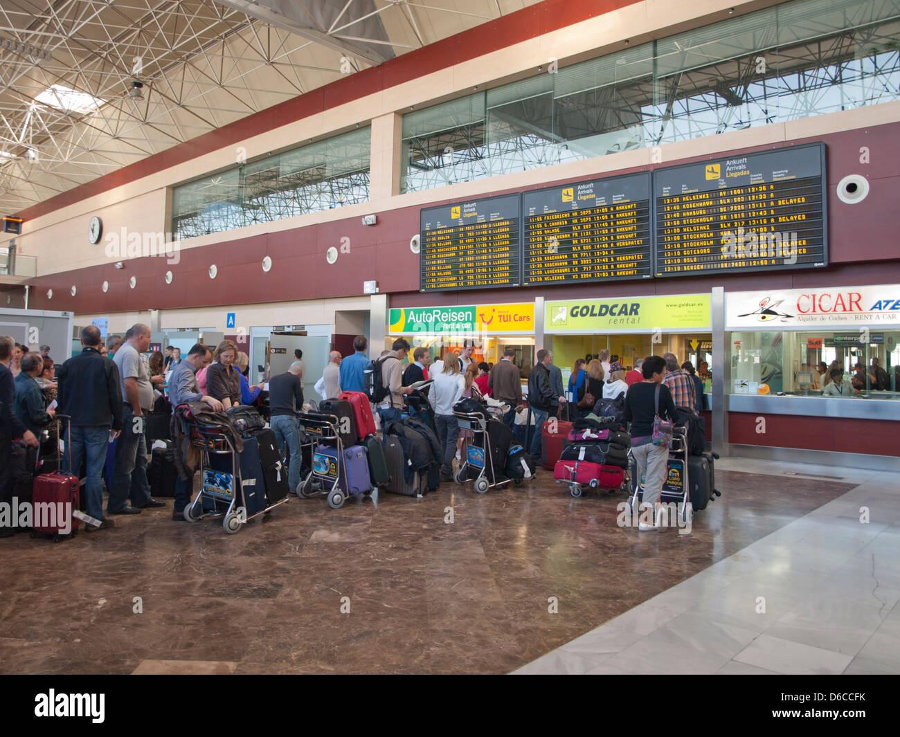 Location De Voitures La File A L Aeroport Reina Sofia De Tenerife