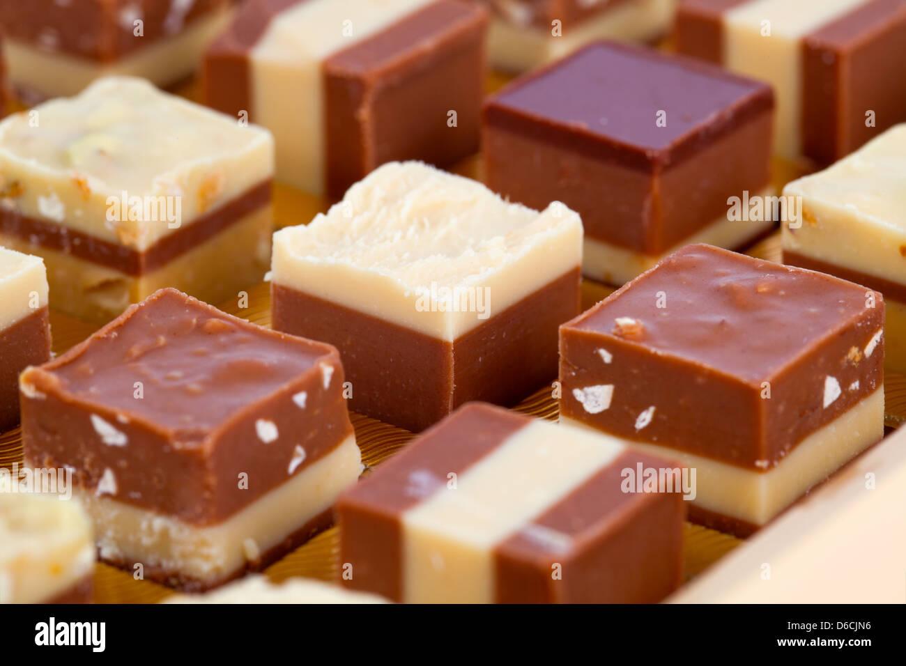 Praline, nougat délicieux mélange de crème aux amandes et nougat Photo Stock