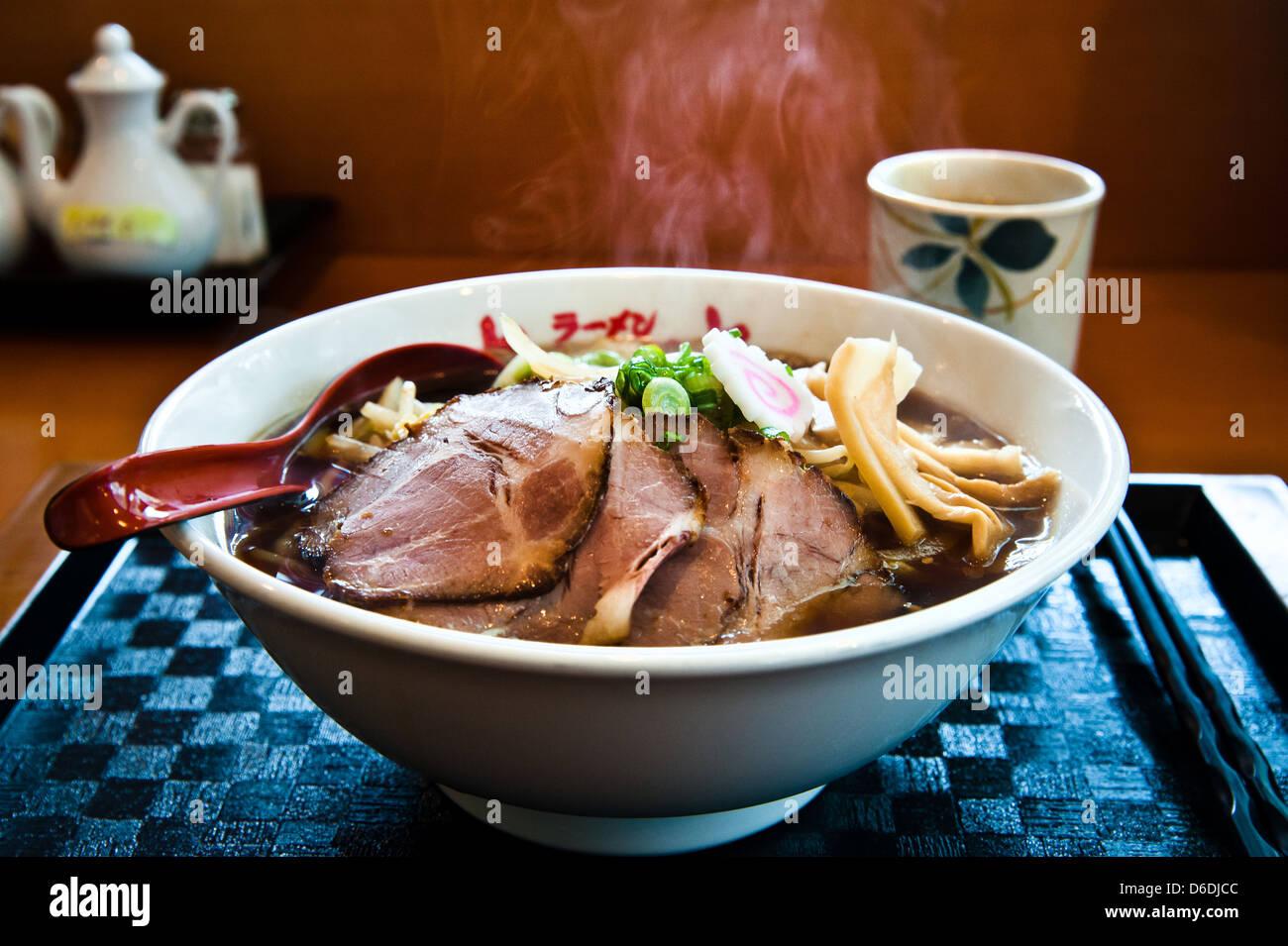 Un bol de miso Ramen (nouilles de style japonais dans le porc/bouillon miso). Veuillez noter que le bain à Photo Stock