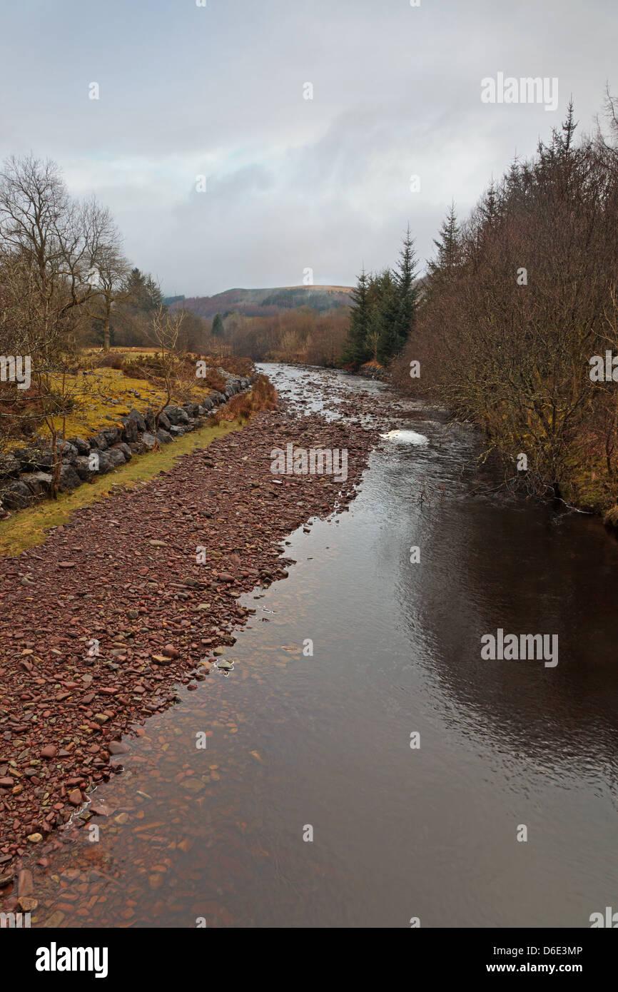 Taf Fawr (Big Taff) river comme il coule vers le lac Llwyn Onn-d'Corn-Du dans le parc national de Brecon Beacons Photo Stock