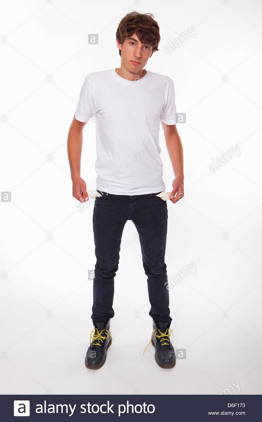 Adolescent pauvre homme poches vides s'est appuyée Photo Stock