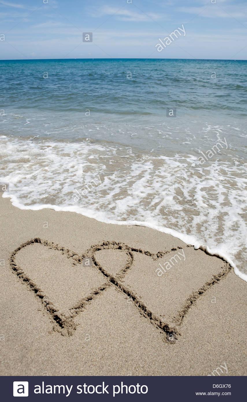Deux coeurs dessiné dans le sable Corse Prunete Photo Stock