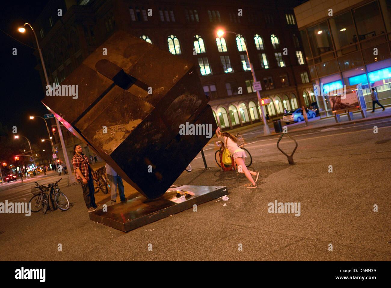 Cube pousse femme new york east village Banque D'Images