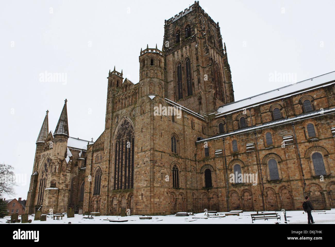 Cathédrale de Durham, Site du patrimoine mondial de l'UNESCO, dans la neige, un jour d'hiver dans la Photo Stock