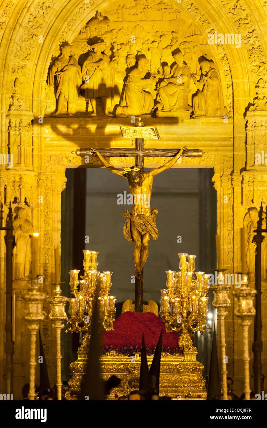 Semana Santa (Semaine Sainte) flotter à l'extérieur de la Cathédrale de Séville, Séville, Photo Stock