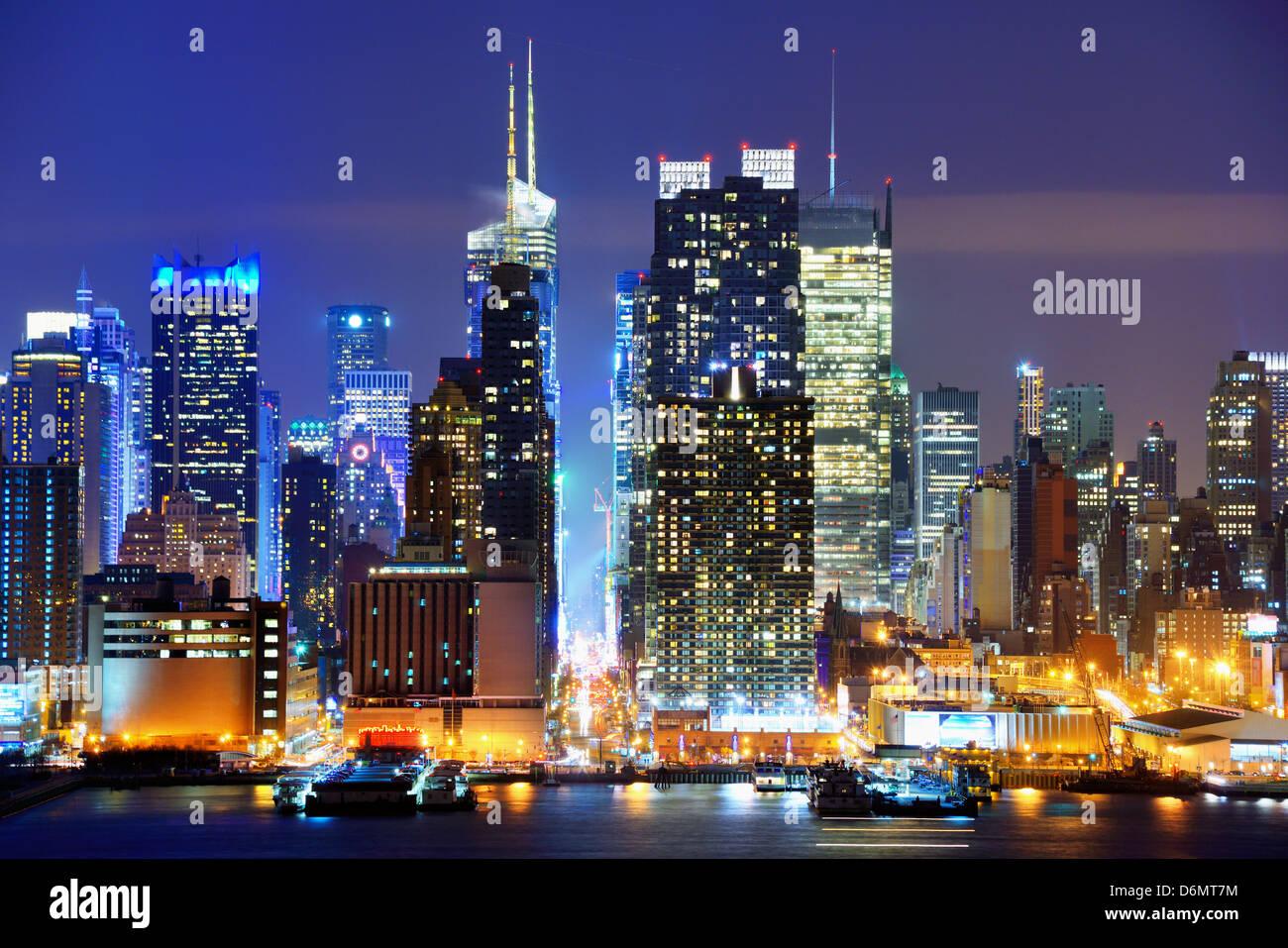 À la 42e rue de Manhattan vu de l'autre côté de la rivière Hudson à New York. Banque D'Images