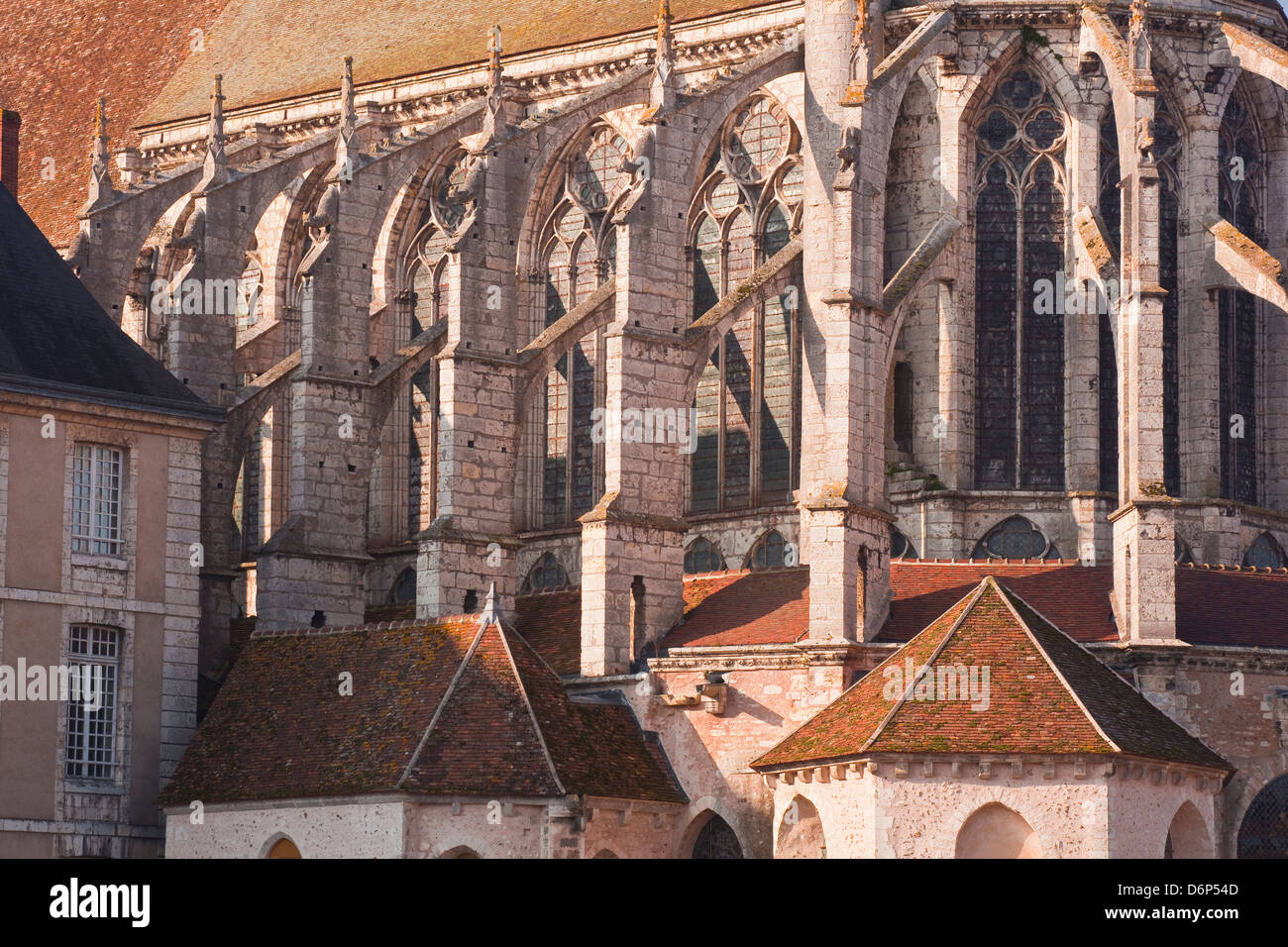Flying butresses sur l'église de l'abbaye de Saint Pierre de Chartres, Eure-et-Loir, Centre, France, Photo Stock