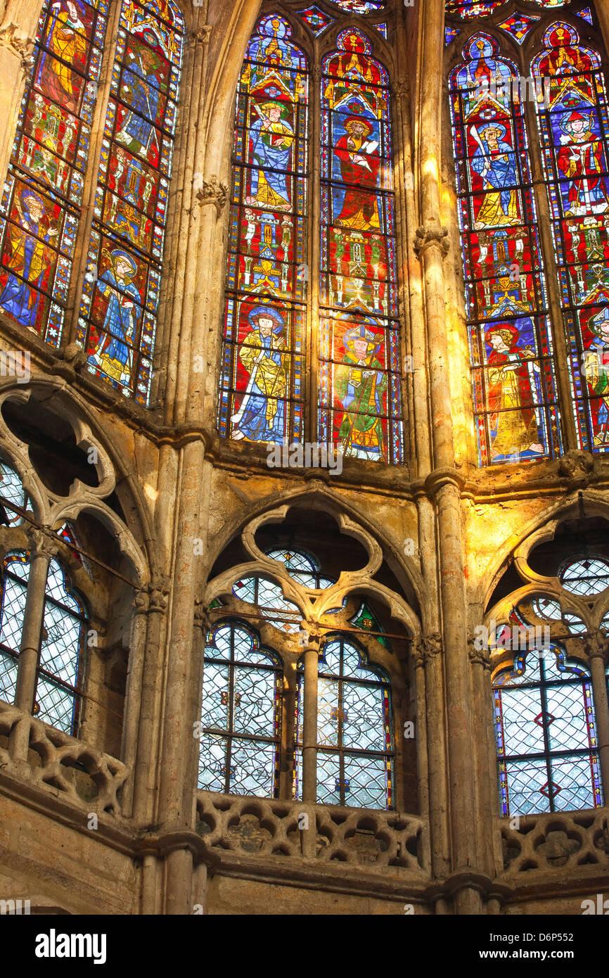 Vitraux à l'intérieur de l'église Saint Pierre de l'abbaye de Chartres, Eure-et-Loir, Photo Stock