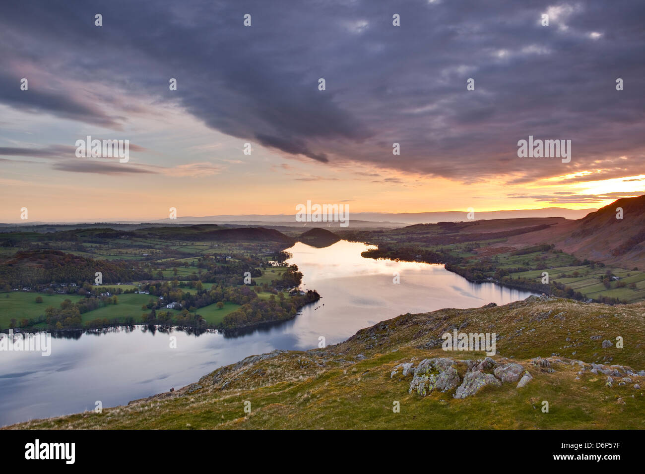 Ullswater dans le Parc National du Lake District, Cumbria, Angleterre, Royaume-Uni, Europe Photo Stock