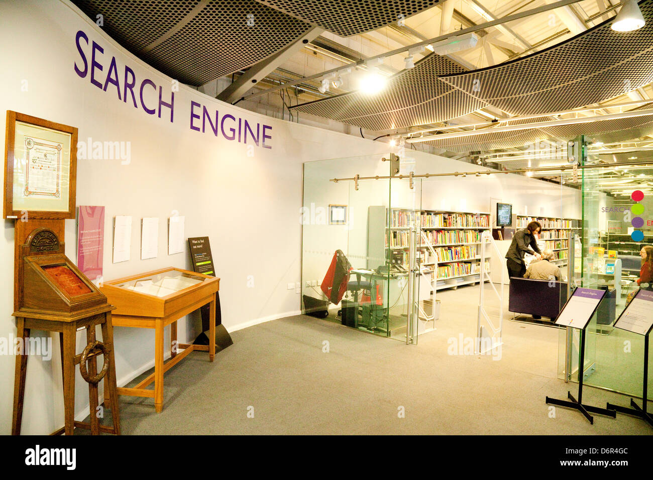 """La bibliothèque, """"Le moteur de recherche', pour l'étude et l'éducation; le Photo Stock"""