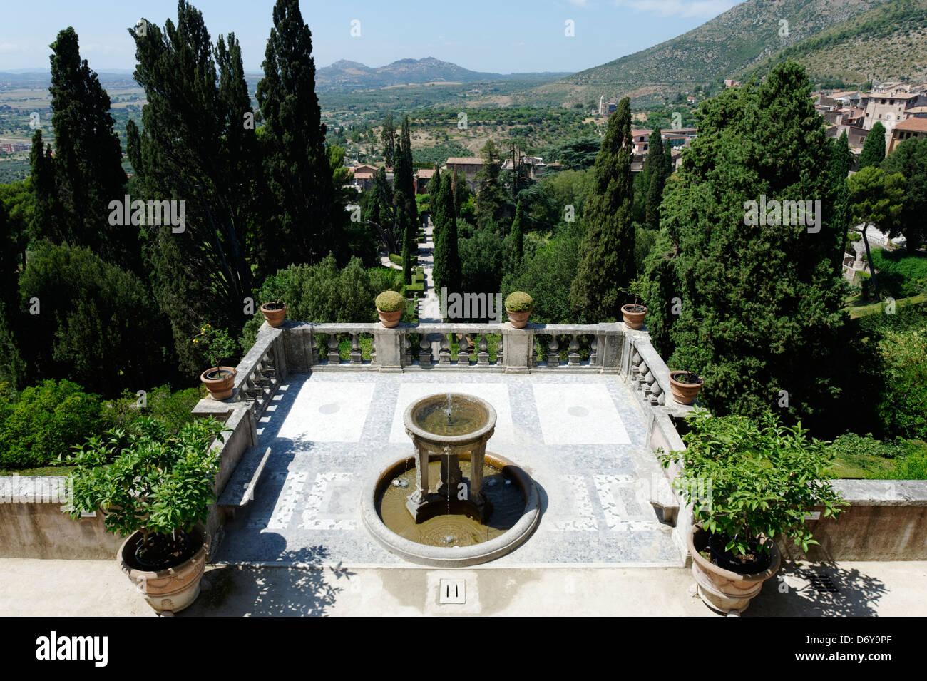 Villa D\'Este. Tivoli. L\'Italie. Vue de la fontaine du tripode sur le ...