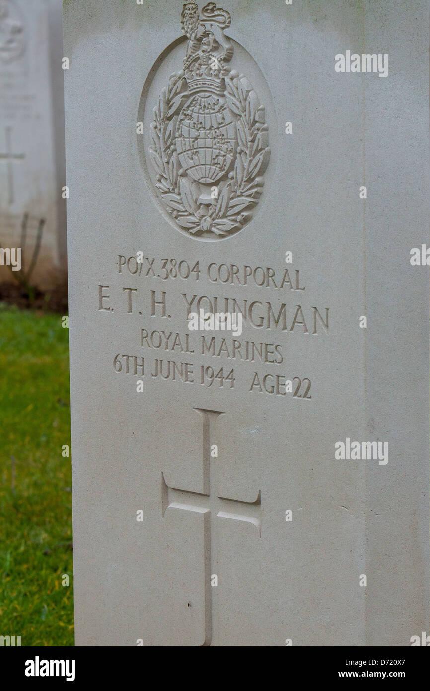 Tombe du soldat est mort le 6 juin 1944 t dans cimetière anglais de la deuxième guerre mondiale (1939 Photo Stock