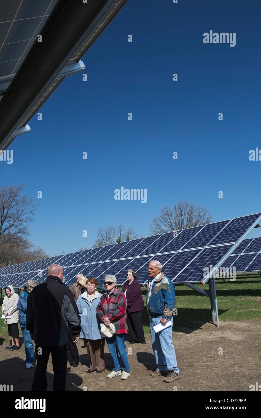 Ordre religieux catholique consacre un grand projet d'énergie solaire Photo Stock