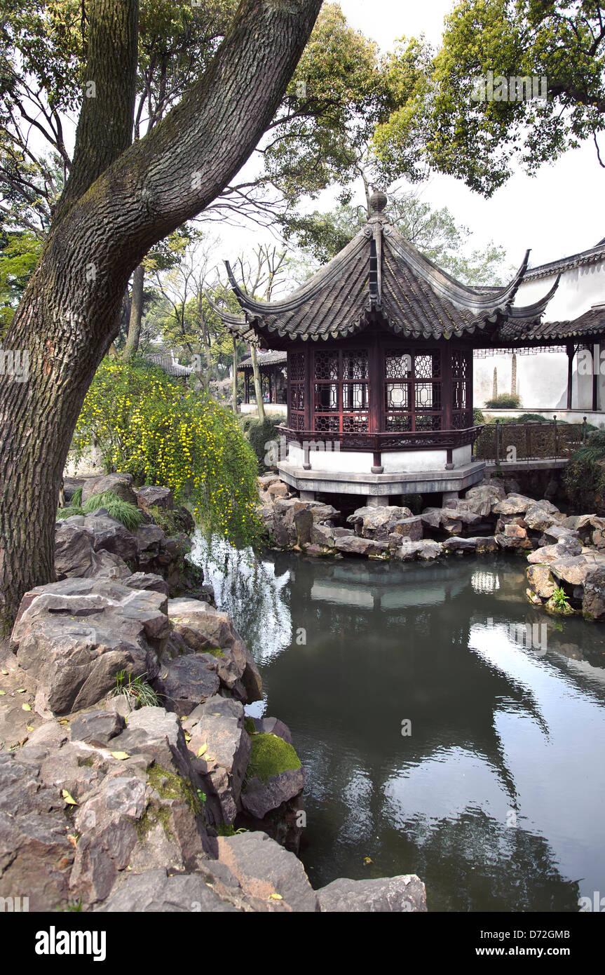 Pavillon dans le jardin de l'humble administrateur, Suzhou, Chine Banque D'Images