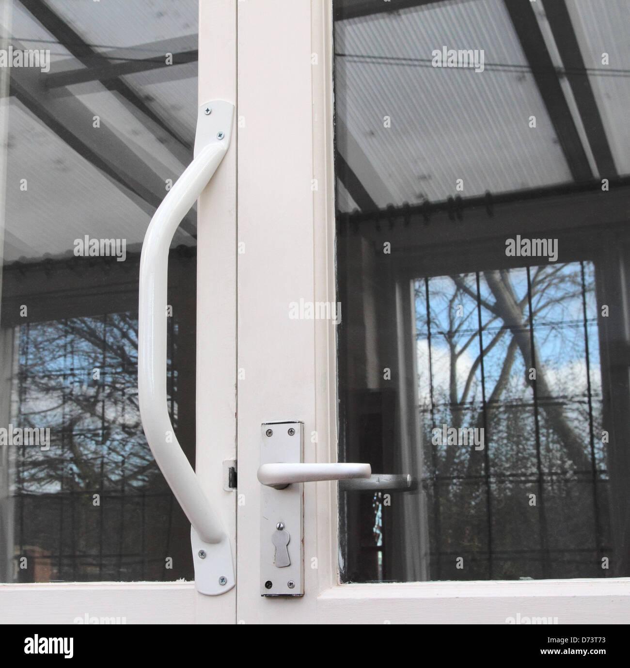 Invalidité monté sur porte, poignée de maintien d'une forme de vie d'invalidité, d'aide Photo Stock
