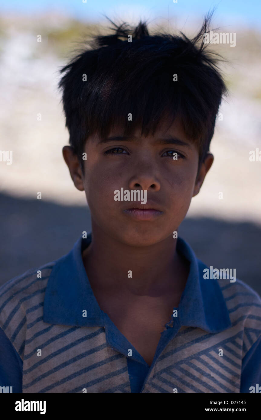 Portrait d'un garçon sur l'île de Socotra Photo Stock
