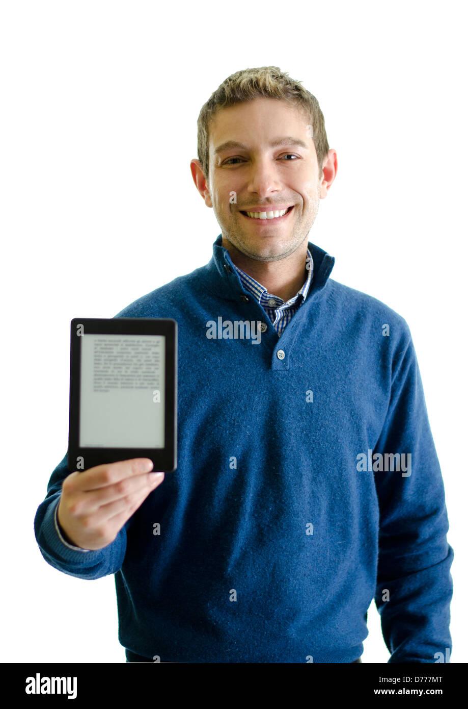 Jeune homme avec lecteur de livre électronique (e-reader) dans sa main, en souriant. Isolated on white Photo Stock