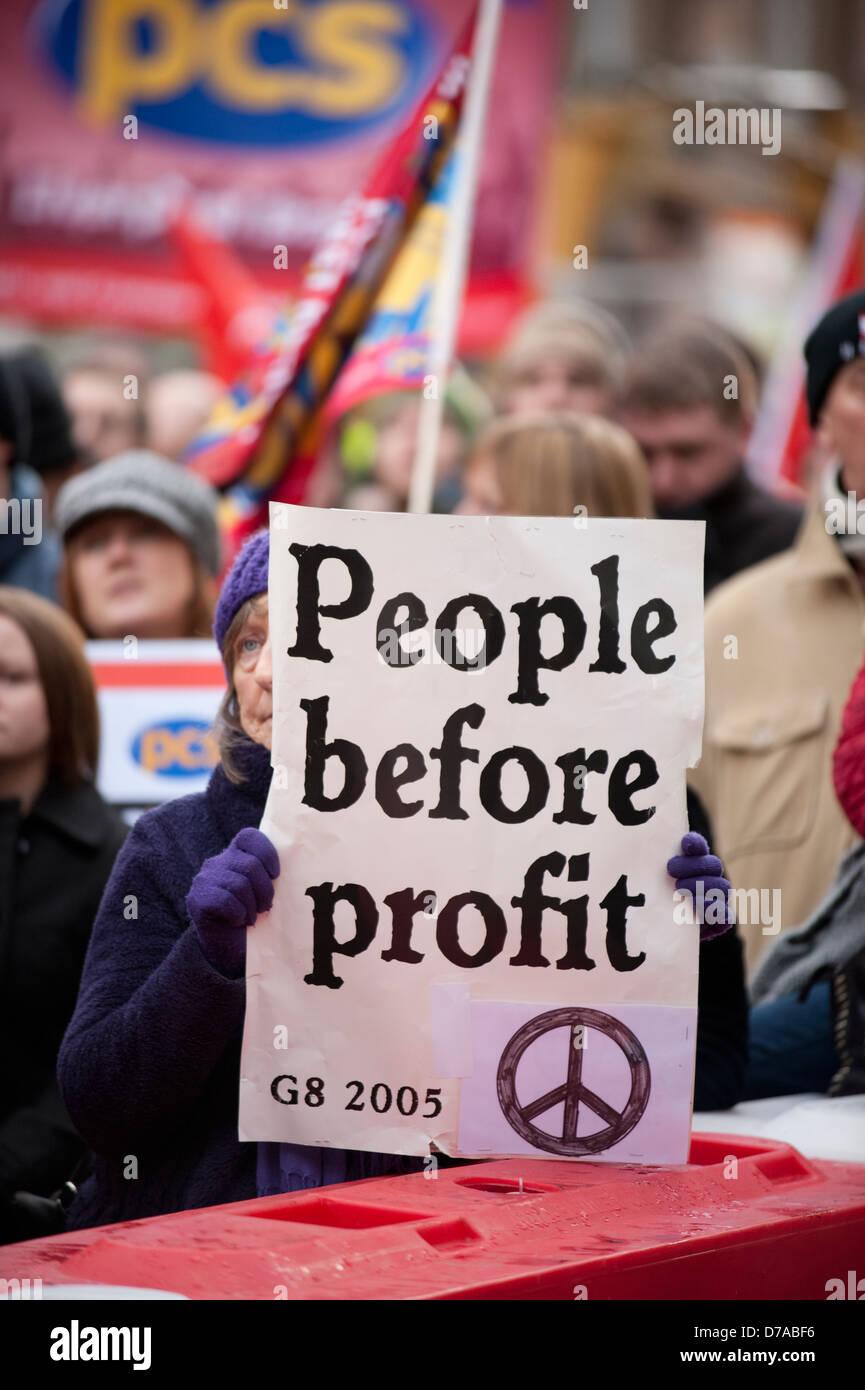 Les gens avant le profit de démonstration G8 signe CND Photo Stock