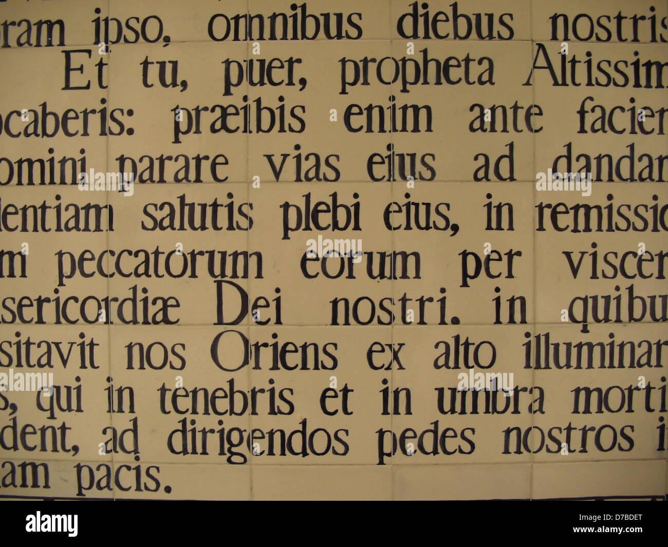 Verset de lucas en Amérique à St John the Baptist Church in en kerem Photo Stock