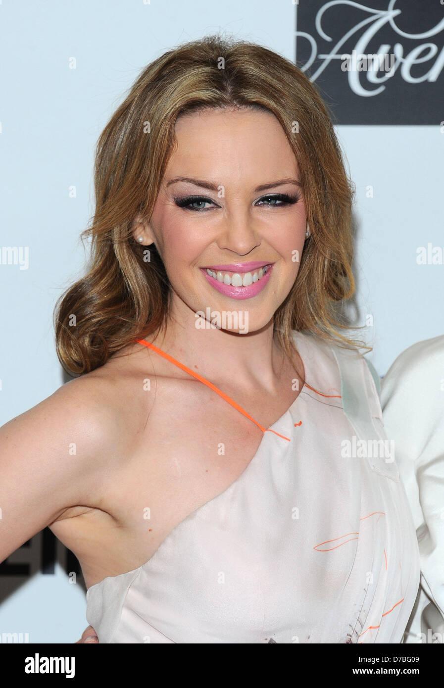 """Los Angeles, Californie, USA. 2e mai 2013. Kylie Minogue arrive à la """"soirée inoubliable' événement Photo Stock"""