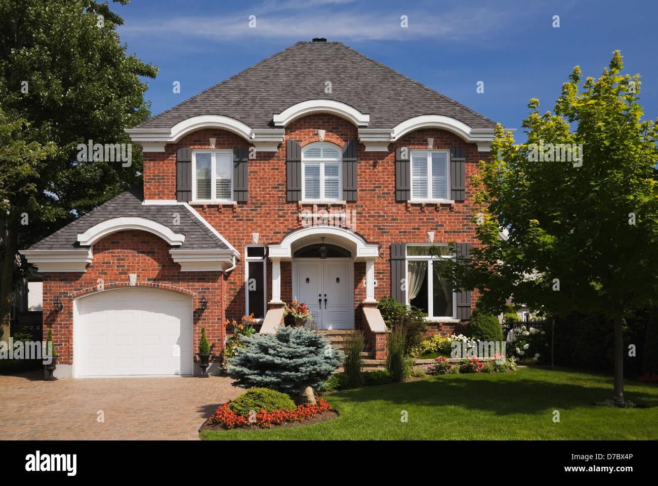 La Brique Rouge De Style Cottage Maison Avec Cour Avant Paysagee En