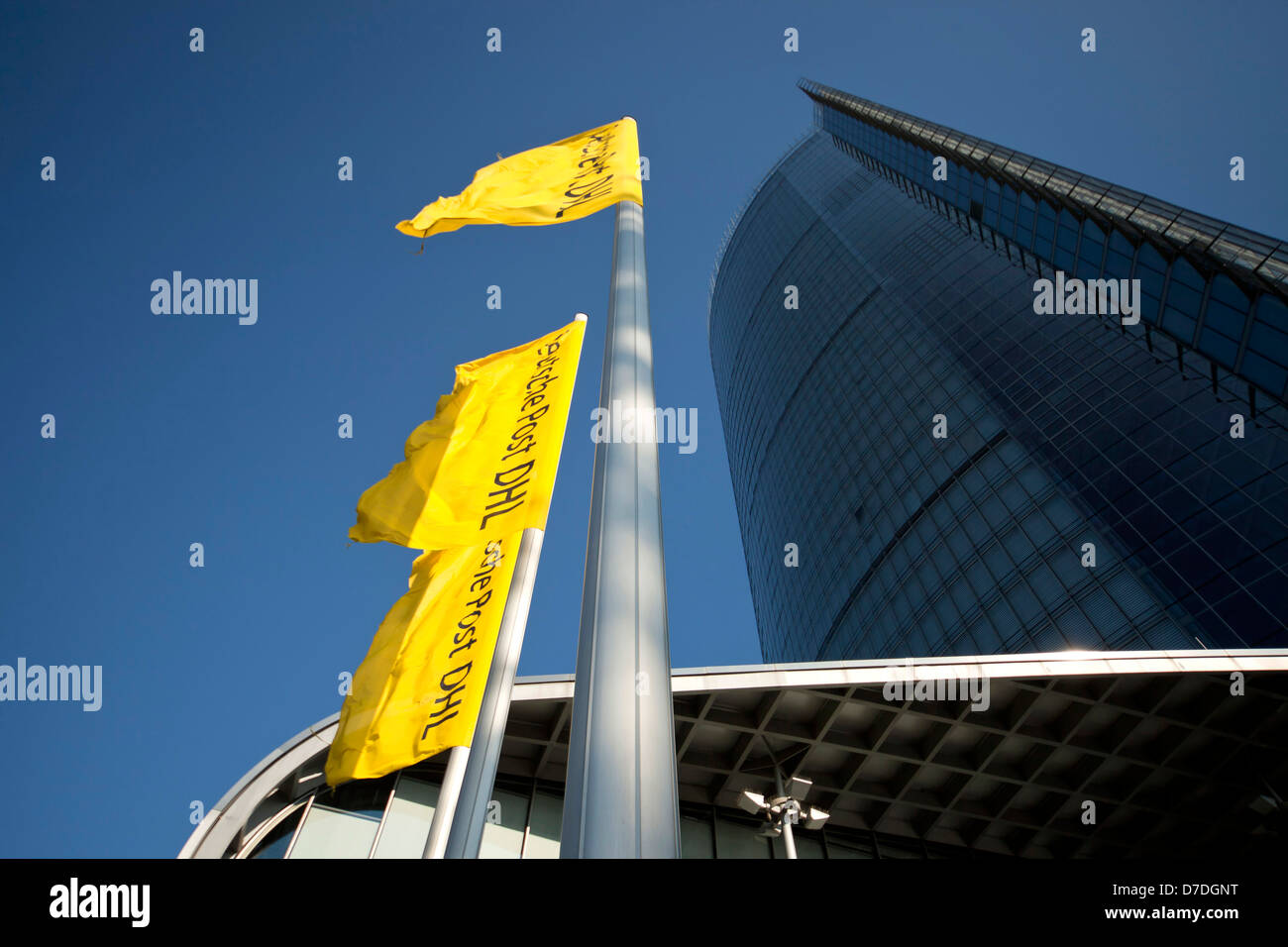 La tour de la poste, le siège de l'entreprise de logistique DHL Deutsche Post à Bonn, Rhénanie du Nord-Westphalie, Allemagne, Banque D'Images