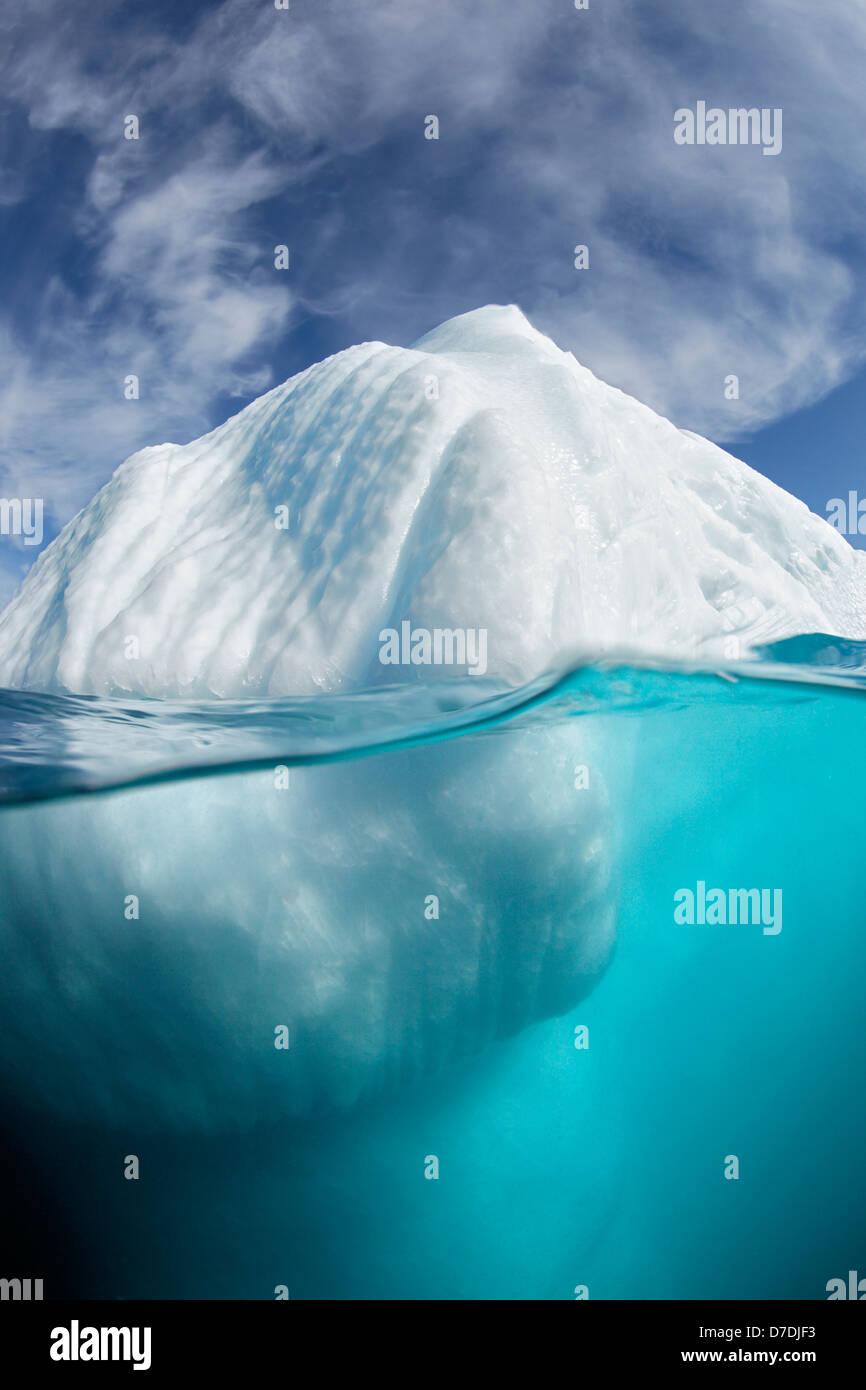 Sous l'eau d'Iceberg, du fjord Ammassalik, Groenland Photo Stock