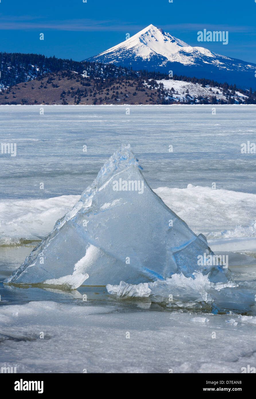 Le Lac Klamath supérieur dans le sud de l'Oregon avec Mont McLoughlin dans la distance Photo Stock