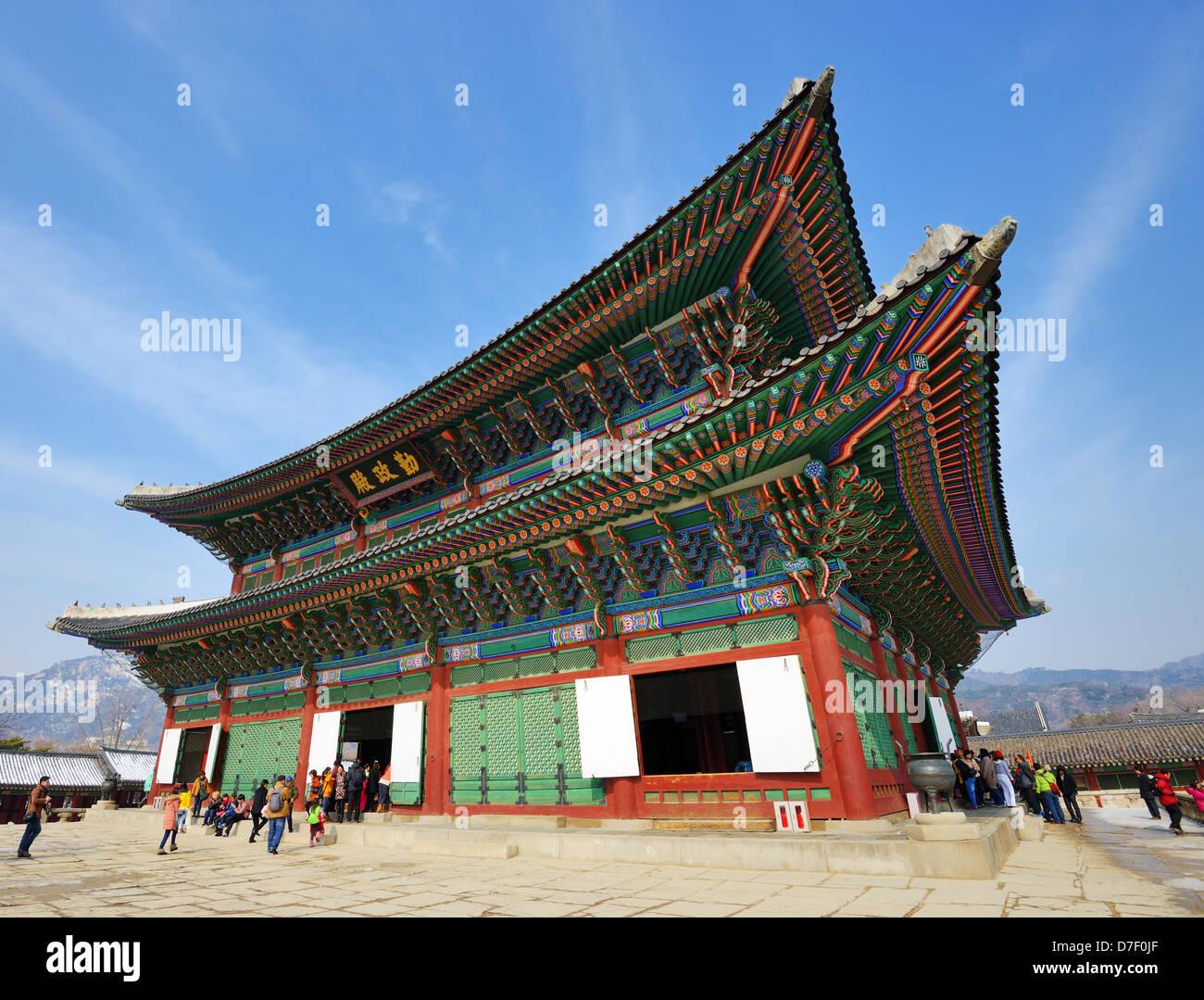 Gyeongbokgung Palace trône principal hall à Séoul, Corée du Sud. Photo Stock