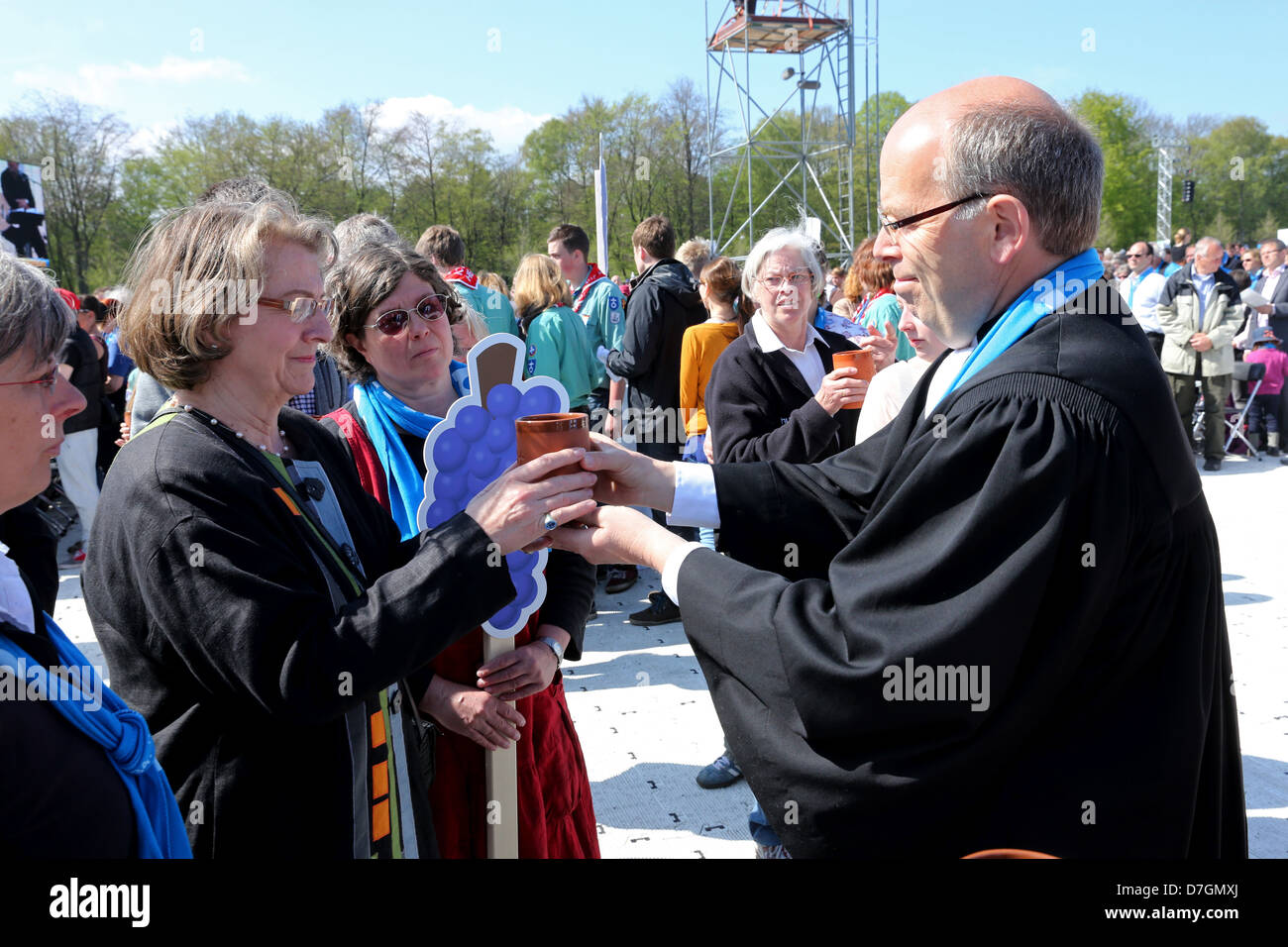 Sacrement de la Dernière Cène au cours du dimanche lors du 34e Congrès de l'Église évangélique Photo Stock