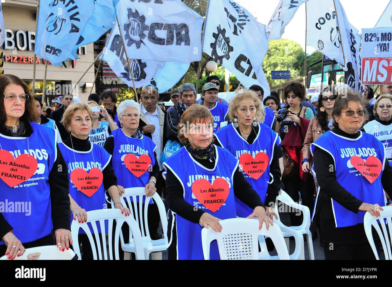 Frente al Congreso nacional de l'Argentine se realizo una marcha reclamando aumento en los haberes jubilatorios, Photo Stock