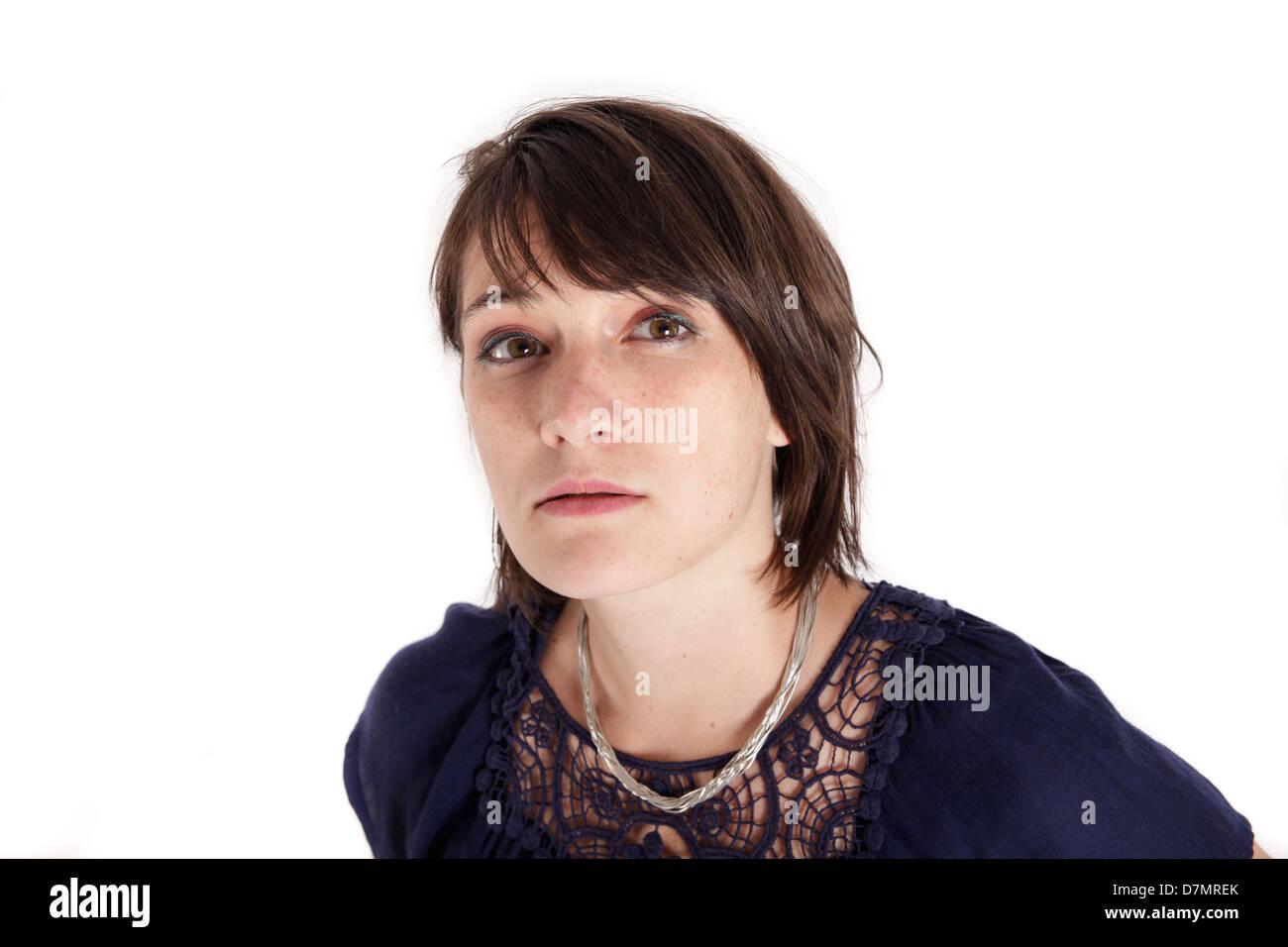 Expression de la variation sur le visage d'une jeune femme brune en studio Banque D'Images