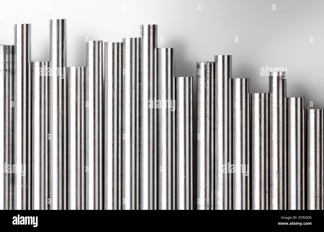 Une pile de barres rondes alumnium groupés Photo Stock
