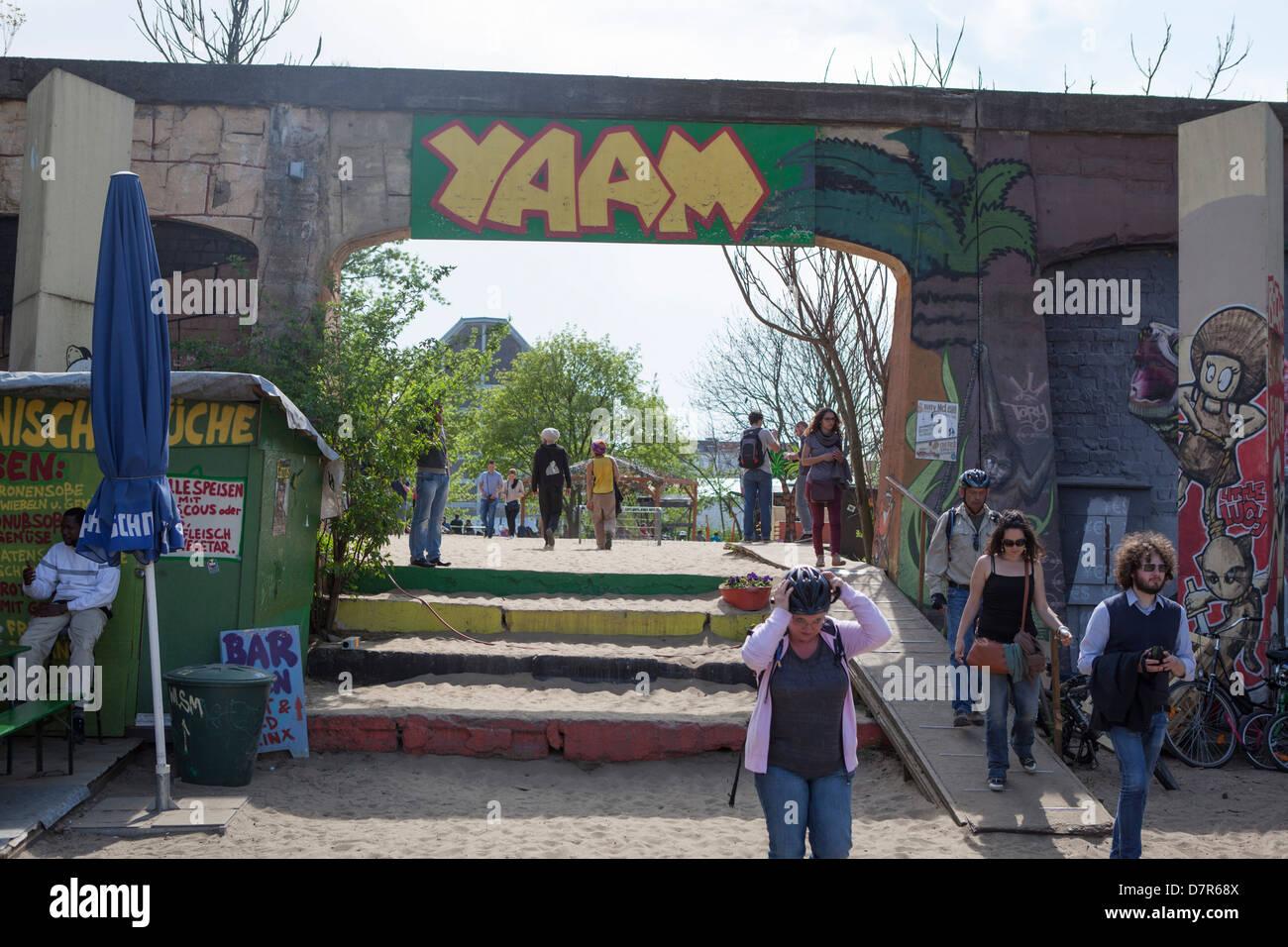 Les jeunes allemands au Yaam. Yaam est l'un des lieux les plus importants pour la culture et le style de vie Photo Stock
