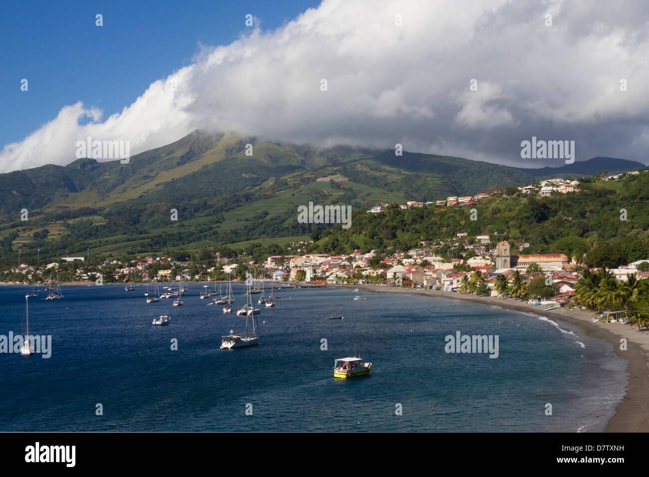 La baie de Saint Pierre, avec le Mont Pelee derrière, scène de 1902 les catastrophes volcaniques, Martinique, Photo Stock
