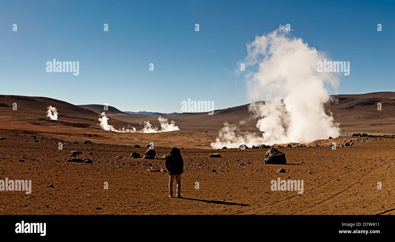 Les geysers Sol de Manana, un champ géothermique à une hauteur de 5000 mètres, la Bolivie, l'Amérique Photo Stock